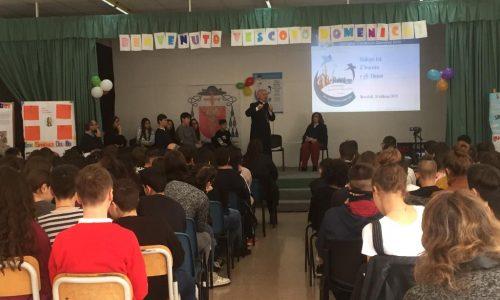 Mons. Cornacchia a scuola, una visita speciale. Video e fotogallery