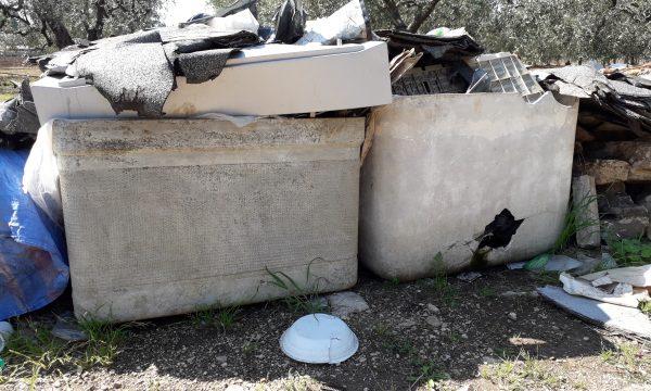 Ruvo: discarica abusiva nei pressi del cimitero. Video