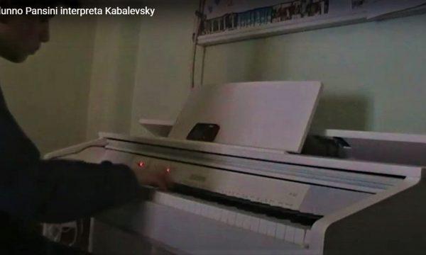 L'alunno Pansini interpreta Kabalevsky